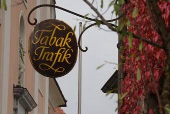 Schild einer österreichischen Tabak Trafik