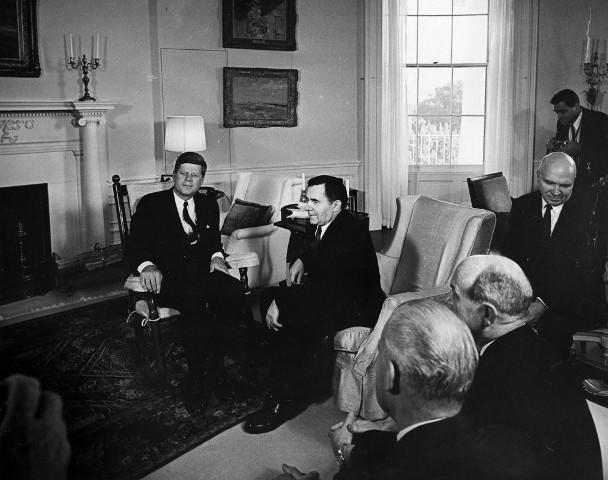 Foto des Treffem zwischen Präsident Kennedy und Außenminister Gromyko am 18 Oktober 1962