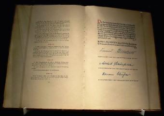 Foto des Original-Grundgesetz von 1949