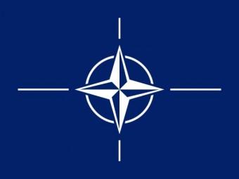 Die offizielle Flagge der Nato mit weißem Stern in der Mitte