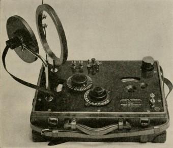 Foto von altem Radio, das benutzt wird um Geschcihte zu lernen