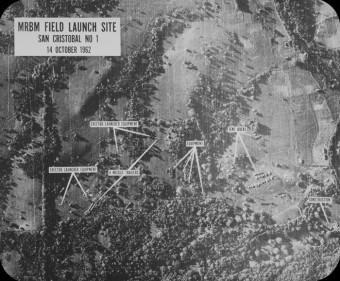 Die Luftaufnahmen von Raketenstellungen auf Kuba vom 14 Oktober 1962, die die heißte Phase der Kuba Krise auslösten