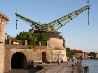 Der alte Kranen in Würzburg, ein alter Kran zum Verladen von Schiffs-Gütern vom Main