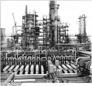 Foto der Rohöldestillationsanlage im petrochemischen Kombinat Schwedt