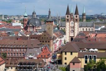 Der Würzburger Dom in der Innenstadt von Würzburg