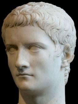 Eine Marmornachbildung des Kopfes von Kaiser Caligula