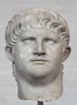 Abbildung des Kopfes von Kaiser Nero aus Marmor eines antiken Steinmetzes