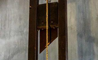 Original Guiliotine im Museum ausgestellt